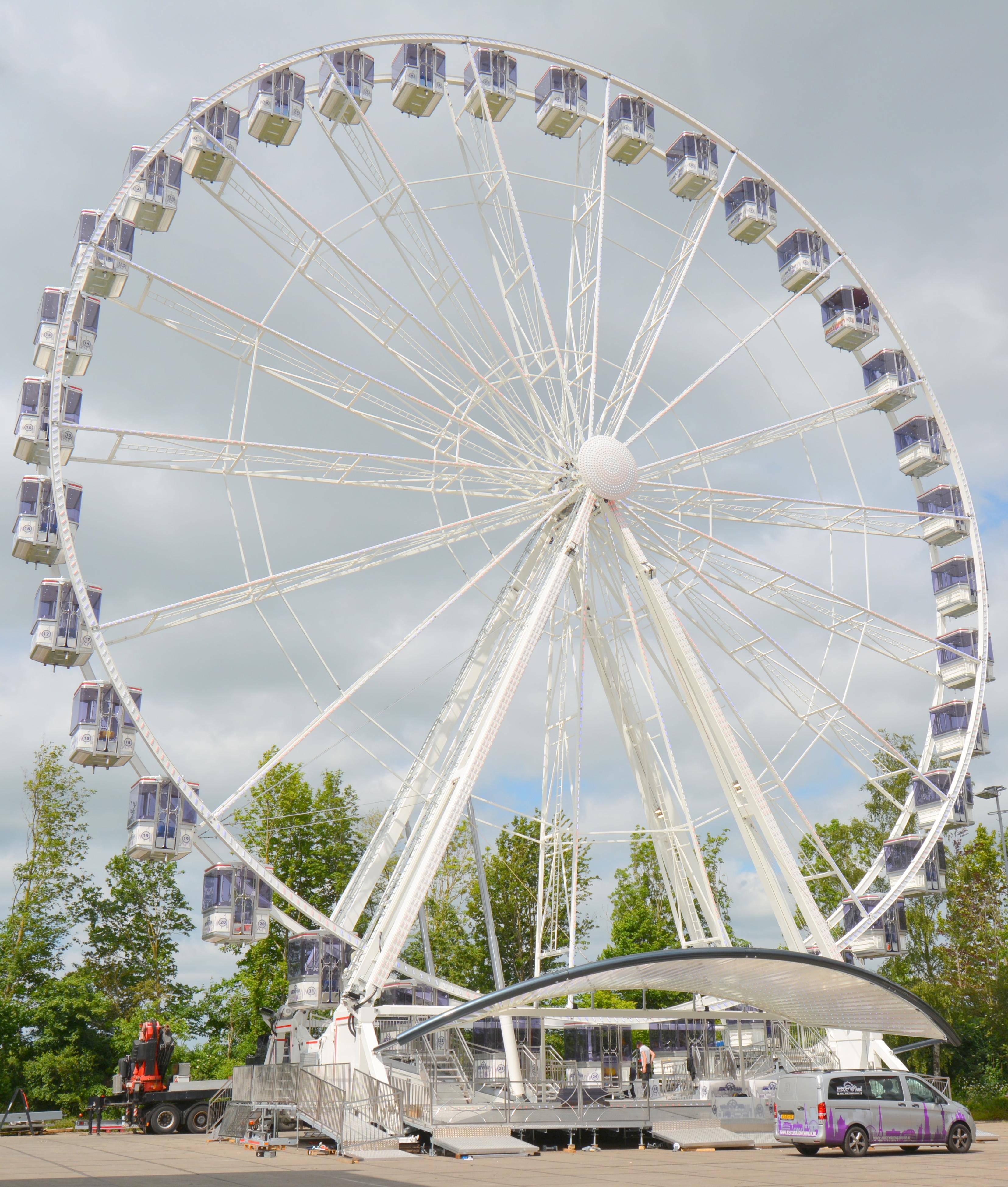 Gigantisches Riesenrad auf VSE gelenkter Sattelanhänger!